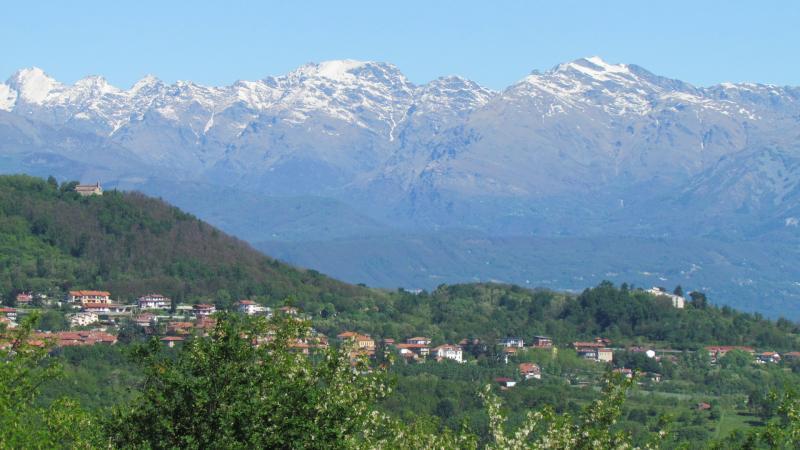 Vista panoramica su Monte di Candia e Chiesa di Santo Stefano