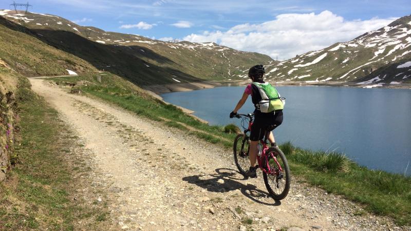 Costeggiando il Lago Toggia in alta Val Formazza